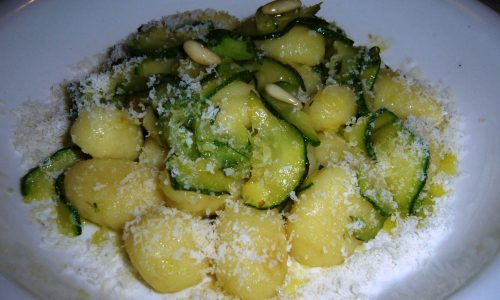 Gnocchi di Patate con Zucchine e Pinoli
