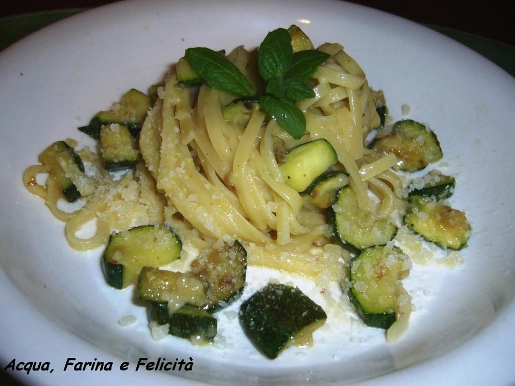 Carbonara di zucchine e menta ricetta vegetariana acqua farina e felicit - Cucinare le zucchine in modo dietetico ...