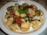 gnocchi di patate con pomodorini e zucchine grigliate
