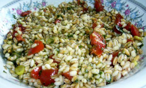 Insalata di Cereali con Pomodori e Pesto di Erbe Aromatiche
