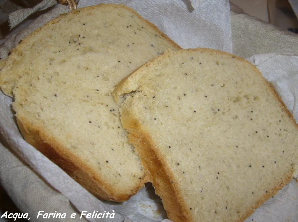 pane all'olio con macchina del pane