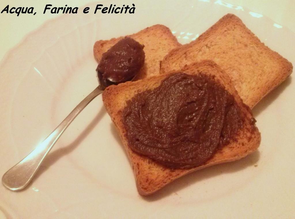 crema spalmabile vegana cioccolato e nocciole