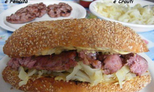 Panino con Salamella e Crauti