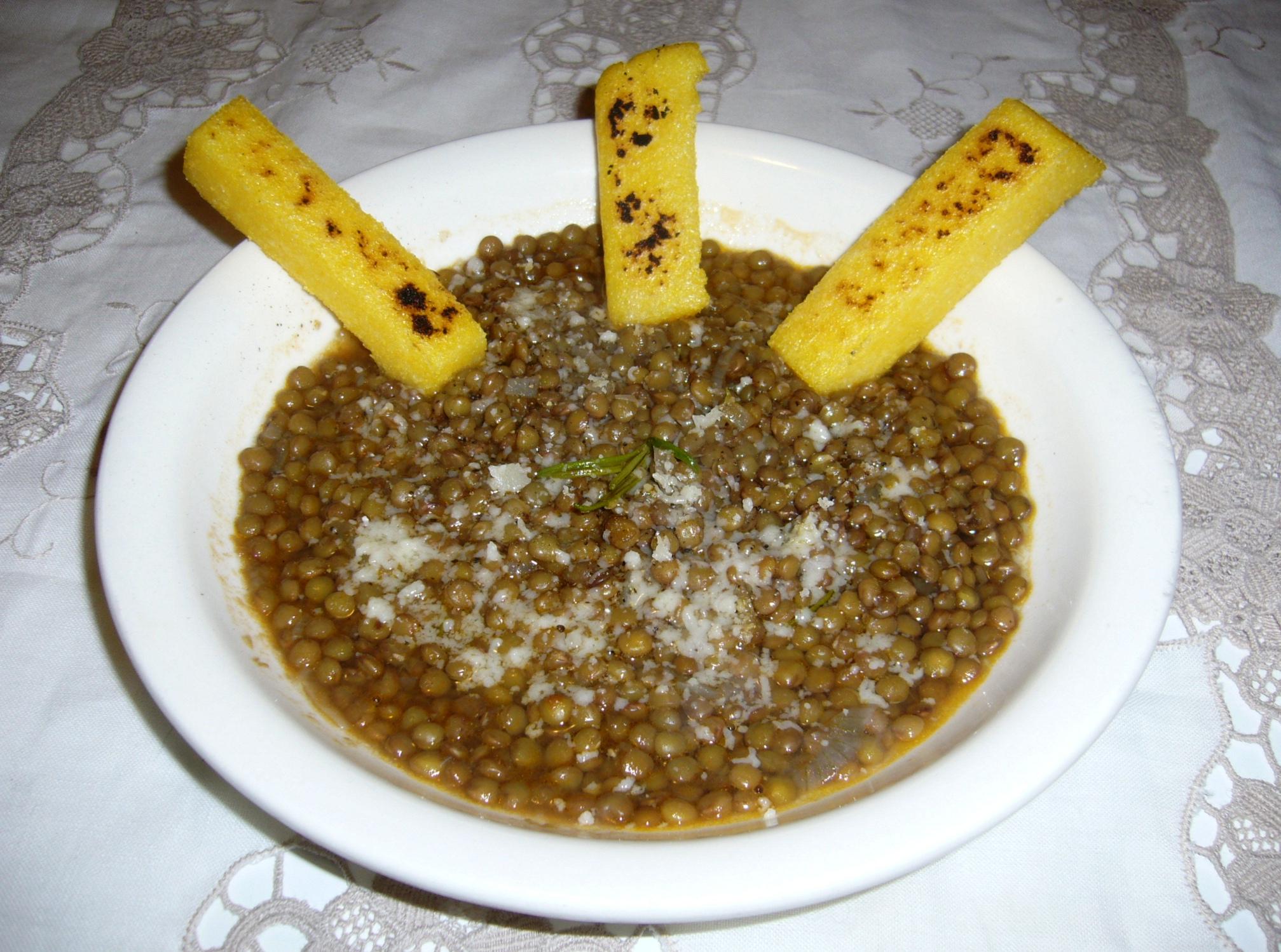 Zuppa di lenticchie con crostini di polenta acqua for Lenticchie d acqua