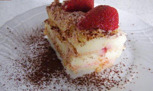 Tiramisu allo Yogurt con Fragole senza Uova Crude