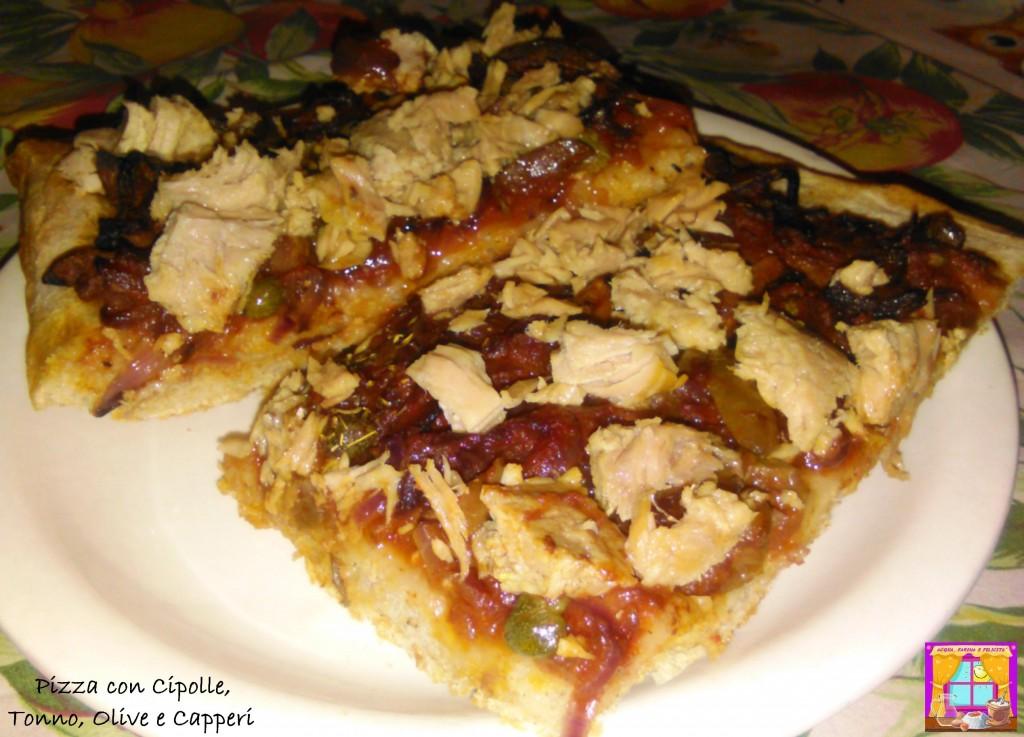 Pizza con Cipolle, Tonno, Olive e Capperi