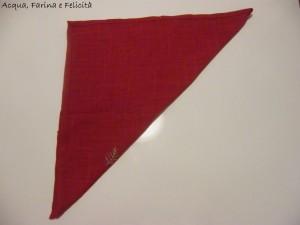 tovagliolo a triangolo rosso