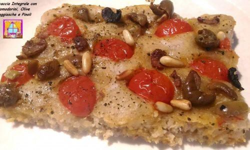 Focaccia integrale con Pomodorini, Olive e Pinoli