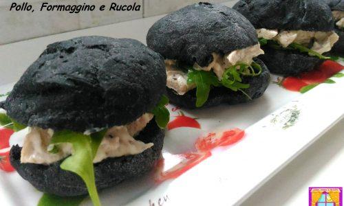 Panini al Carbone Vegetale con Pollo Grigliato, Formaggino e Rucola